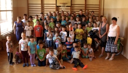 A group photo with pupils from primary school in Ciezkowice